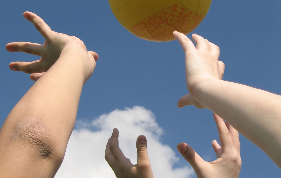 play-volleyball-3-1245984