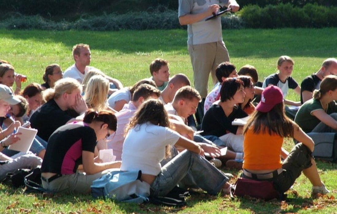 students-1526056-640x480